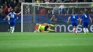 Schmeichel defendeu um pênalti contra o Sevilla