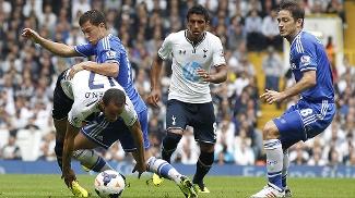 Paulinho e Lampard em Tottenham x Chelsea
