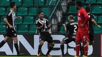 Jorge Henrique comemora gol do Figueirense contra o Náutico