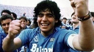 Maradona brilhou com a camisa do Napoli