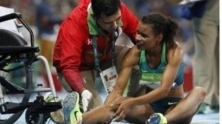 Eliane Martins recebe atendimento médico durante a prova