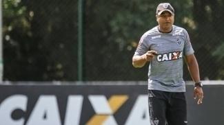 Roger Machado relaciona 23 jogadores para primeira final contra o Cruzeiro