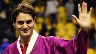 Federer em trajes típicos sul-coreanos; nenhuma ligação com Robin Hood, mas o suíço ficou bem com a fantasia