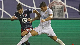 Theo Hernandez, do Real Madrid, e Graham Zusi, MLS All-Stars, durante amistoso