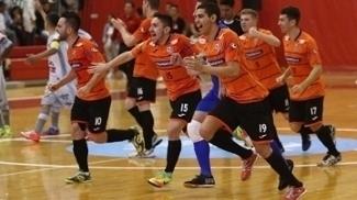 Jogadores do Carlos Barbosa comemoram a classificação