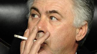 Carlos Ancelotti não pode mais fumar nas instalações do Bayern