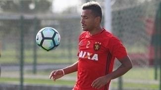 O atacante Rogério durante treino do Sport antes do jogo na Copa do Brasil