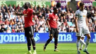 Romelu Lukaku comemora gol do Manchester United contra o Swansea