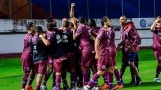 Jogadores do Caxias comemoram vitória contra o São José