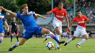 Mbappé e Falcao entraram em campo contra o Stoke City