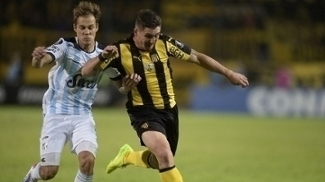 O Peñarol venceu de virada os argentinos do Atlético Tucumán na ida