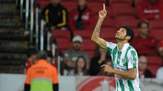 Tiago Marques, do Juventude, comemora gol sobre o Internacional