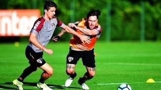 Shaylon é marcado pelo argentino Gómez em treino desta terça-feira