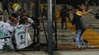 Torcedores de Peñarol e Palmeiras brigaram nas arquibancadas do Campeón del Siglo