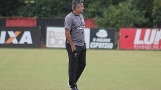 Alexandre Gallo acredita que o treino no gramado sintético pode ajudar o Vitória contra o Atléitco-PR