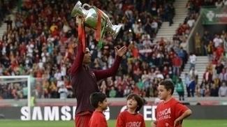 Cristiano Ronaldo levantou o troféu da Eurocopa