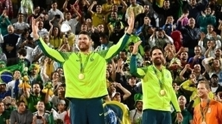 Alison e Bruno Schmidt festejam o ouro no Rio-2016; de 28/07 a 06/08, Viena recebe o Mundial de vôlei de praia