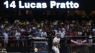 Lucas Pratto comemora seu primeiro gol pelo São Paulo