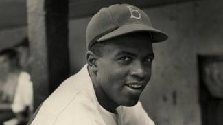 Há 70 anos, Jackie Robinson se tornava o primeiro negro a jogar o beisebol dos brancos