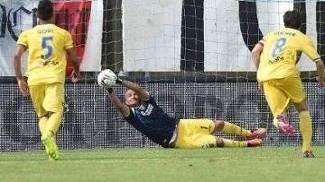 Massimo Zappino defende pênalti e ajuda o Frosinone a subir à elite italiana