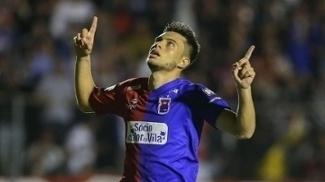 Leandro Vilela comemora gol nas penalidades contra o ASA
