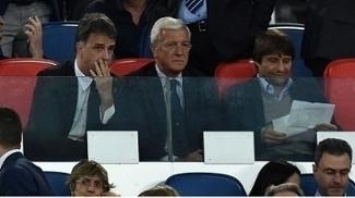 Técnico da seleção italiana, Antonio Conte (dir) viu o jogo ao lado de Marcelo Lippi
