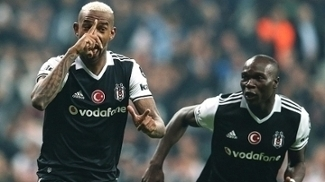 Talisca comemora gol pelo Besiktas