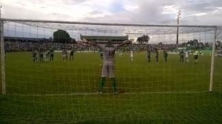 Léo Gamalho fez de pênalti, mas o Goiás perdeu para o Rio Verde