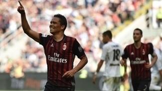 Bacca fez um dos gols da vitória do Milan sobre o Palermo