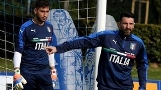 Buffon, de 39 anos, treina ao lado de Donnarumma, de apenas 18 anos