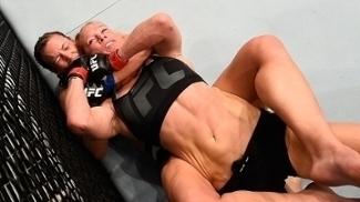 Miesha Tate finalizou Holly Holm e ganhou o cinturão do UFC