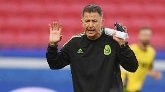 Osorio, durante treino da seleção mexicana