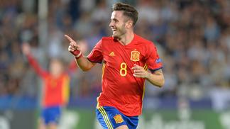 Saúl Ñíguez anotou três gols e garantiu a vitória da Espanha