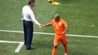 De Jong foi substituído logo no começo do jogo após sentir uma lesão