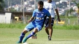Lateral-esquerdo João Paulo foi titular no duelo deste domingo