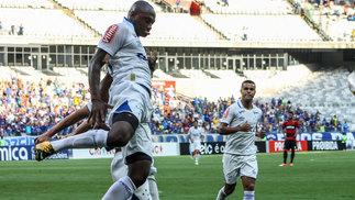 Sassá abriu o placar pelo Cruzeiro