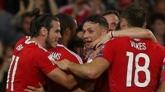 Bale comemora gol de País de Gales contra Moldávia