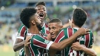 Jogadores do Fluminense comemoram vitória contra o Vasco, no Maracanã