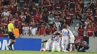 Jogadores do Deportivo Capiatá comemoram gol contra o Atlético-PR