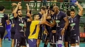 ogadores do Cruzeiro comemoram após a partida contra o Canoas