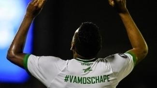 Reinaldo comemora o seu gol, o primeiro da Chapecoense sobre o Zulia na Venezuela