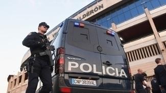 Policial no Vicente Calderón para jogo do Atlético de Madri pela Champions