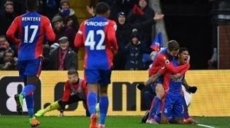 Jogadores do Crystal Palace comemora vitória contra o Middlesbrough