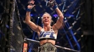 Holly Holm, campeã no UFC e no boxe