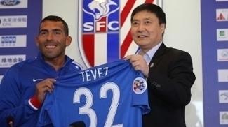 Tevez recebeu a camisa número 32 do Shanghai Shenhua
