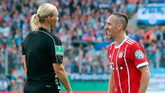 Ribéry e Bibiana se divertem em jogo do Bayern