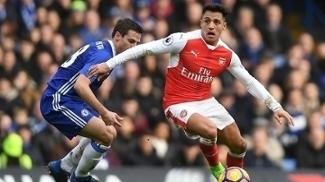 Alexis Sánchez, em ação pelo Arsenal contra o Chelsea pela Premier League