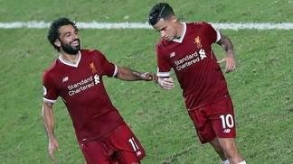 Mohamed Salah e Philippe Coutinho comandaram vitória do Liverpool sobre o Leicester