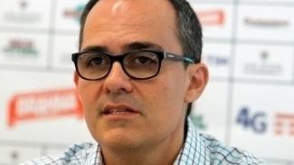 O presidente Pedro Abad admite a condição financeira precária do clube para contratar
