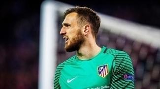 Oblak durante jogo do Atlético de Madri contra o Bayer Levekursen
